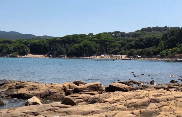 Vista della spiaggia di Punta Ala (Toscana)
